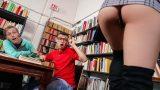 Mini Etekli Seksi Sürtüğün Frikikleri Karşısında Mest Oluyor